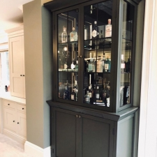 <p>Drinks cabinet</p>